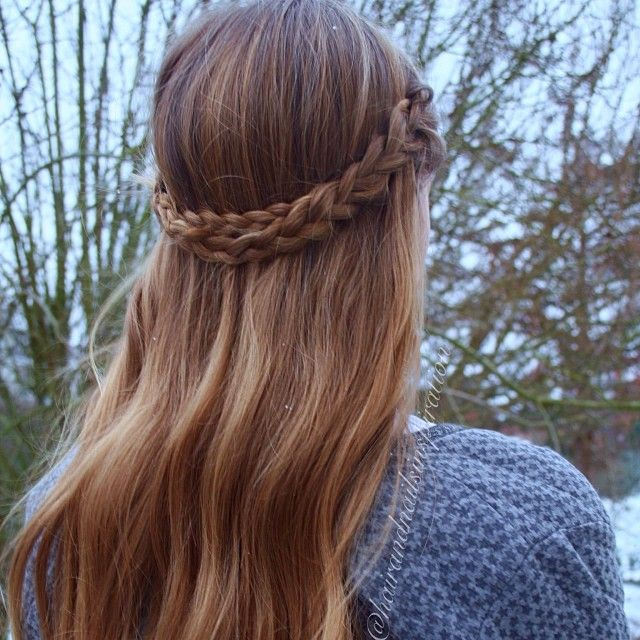 Simple and cute braided style🌸 We really love wearing this because it so quick and easy to do on ...