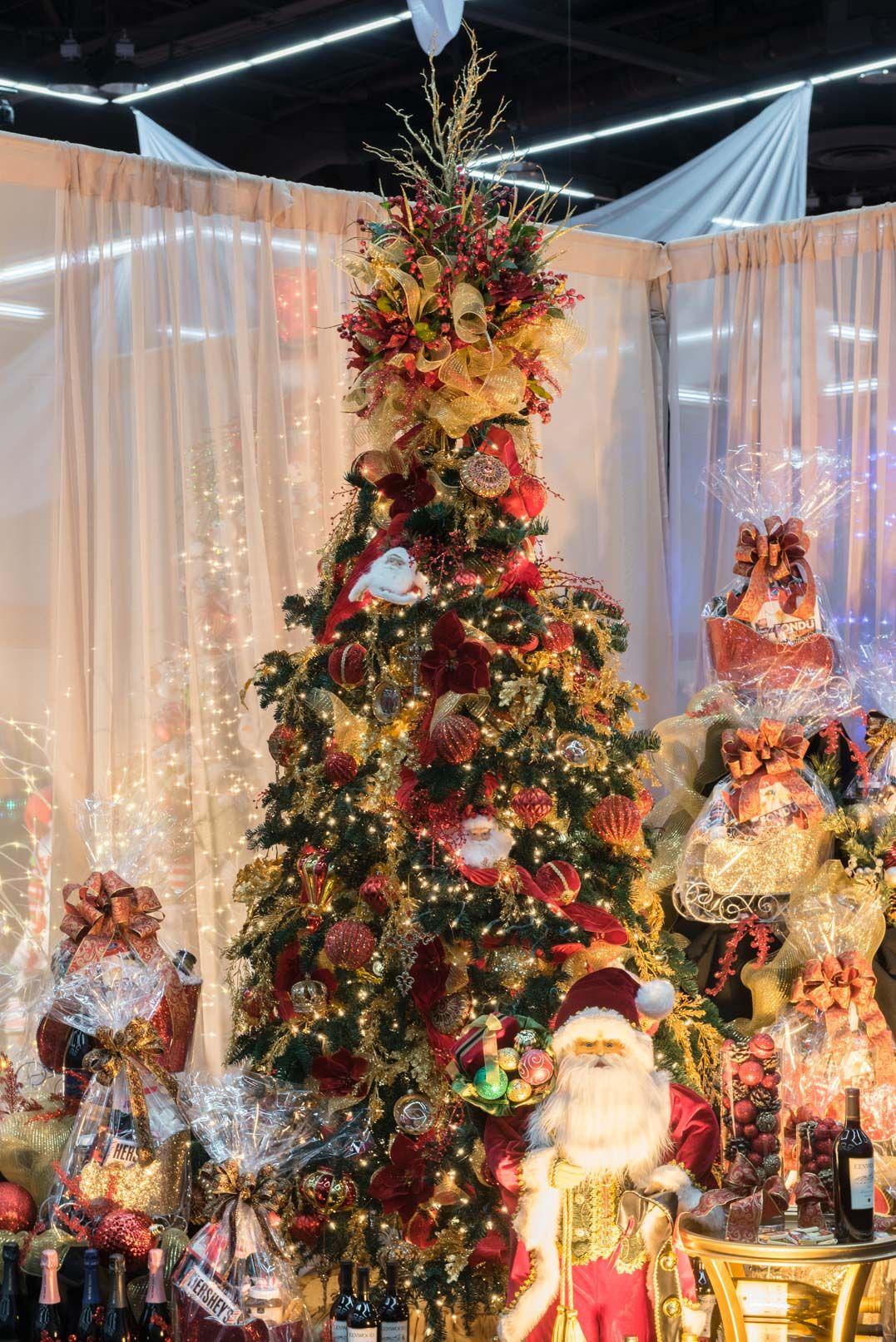 tree name santa claus is coming to town sponsor safewayalbertson decorators danette mapula - Albertsons Hours Christmas
