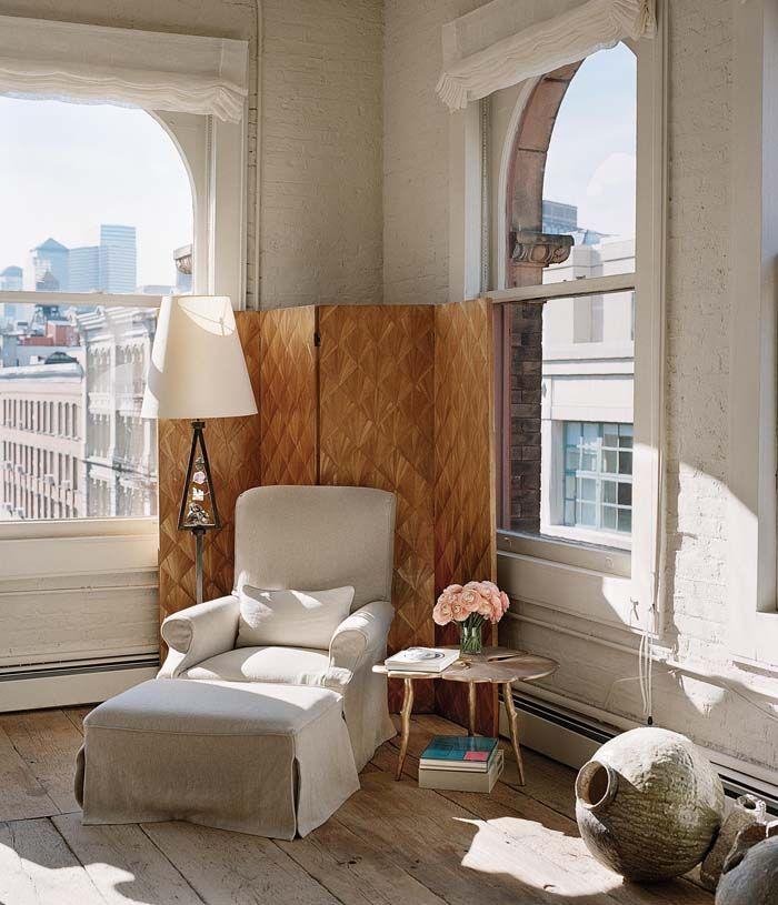 Koti Yhdysvalloissa - A Home in USA  Suunnittelijapariskunnan upea koti New Yorkissa on sisustettu yhdistämällä antikkia ja modernia tyyliä...