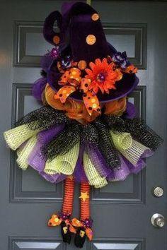 Decoracion con coronas para puerta halloween pinterest for Adornos de dia de muertos para puertas
