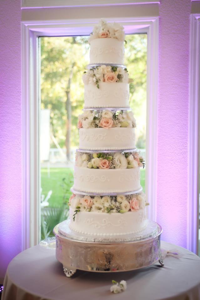 Floating Tiers Round Wedding Cake Fresh Flowers Five Tier