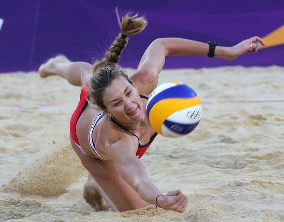 Beach Volleyball Workout Inspired By Kerri Walsh Jennings Asicsamerica Com Pl Volleyball Workouts Beach Volleyball Workout Volleyball Training