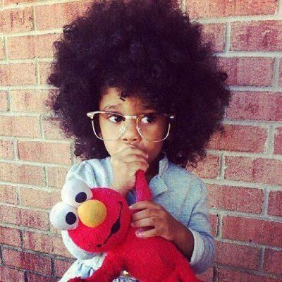Afros N Hip Hop By Michael Kuwa Adorable Baby Girl With Elmo Coiffure Afro Beaute Afro Cheveux Beaute