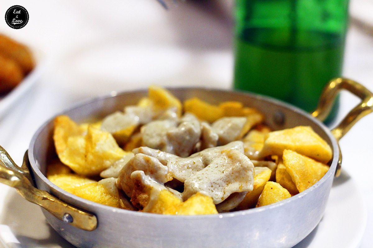 Patatinas al cabrales en sidrería restaurante asturiano La Bobia