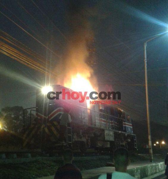 (Video) Así fue el incendio que puso a correr a muchos en el tren