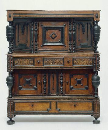 1685 1690 American Massachusetts Court Cupboard At The Museum Of Fine Arts Boston From The Curators Comments The Cupboard Com Imagens Decoracao Antiguidades Moveis