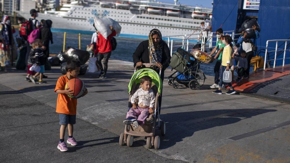 لاجئون يقتحمون Quot ساحة فكتوريا Quot بالعاصمة اليونانية ويحولونها إلى مخيم للإقامة ئيرو نيوز