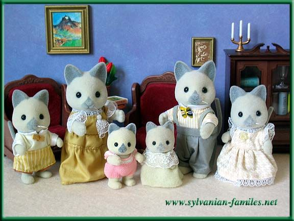 Sylvanian Families Calico Critters Grey Cat Family