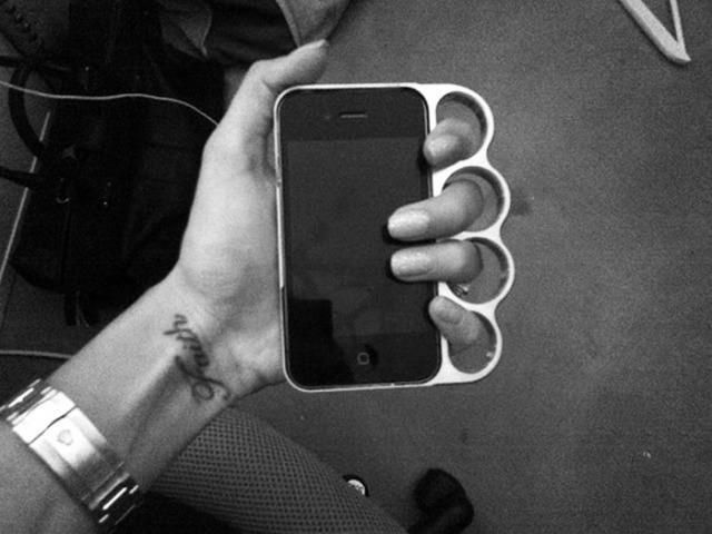 iphone holder, knuckle duster thing