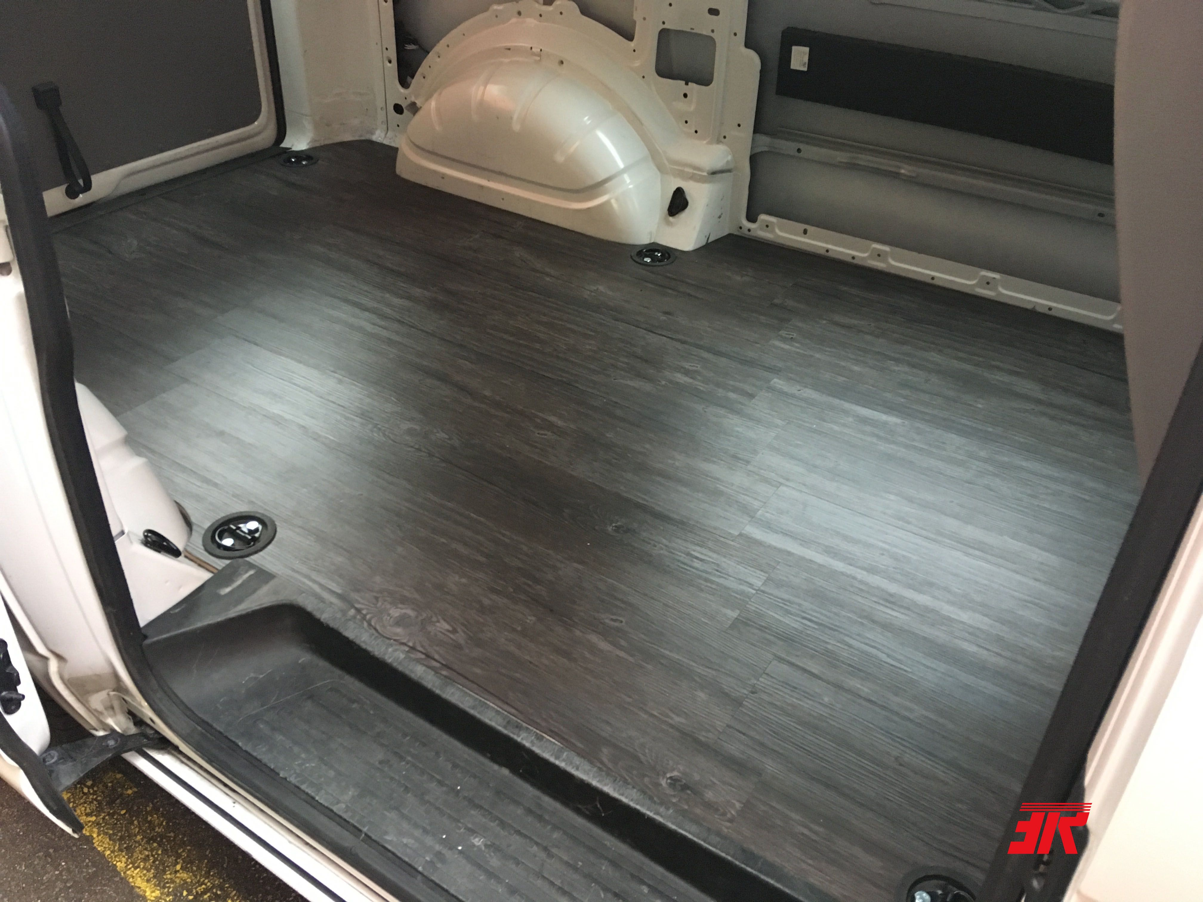 Vw T5 Vom Transporter Zum Wohnmobil Laderaum Boden Mit Vinyl Laminat Verbaut Campingbus Ausbau Vinyl Laminat Vw T5