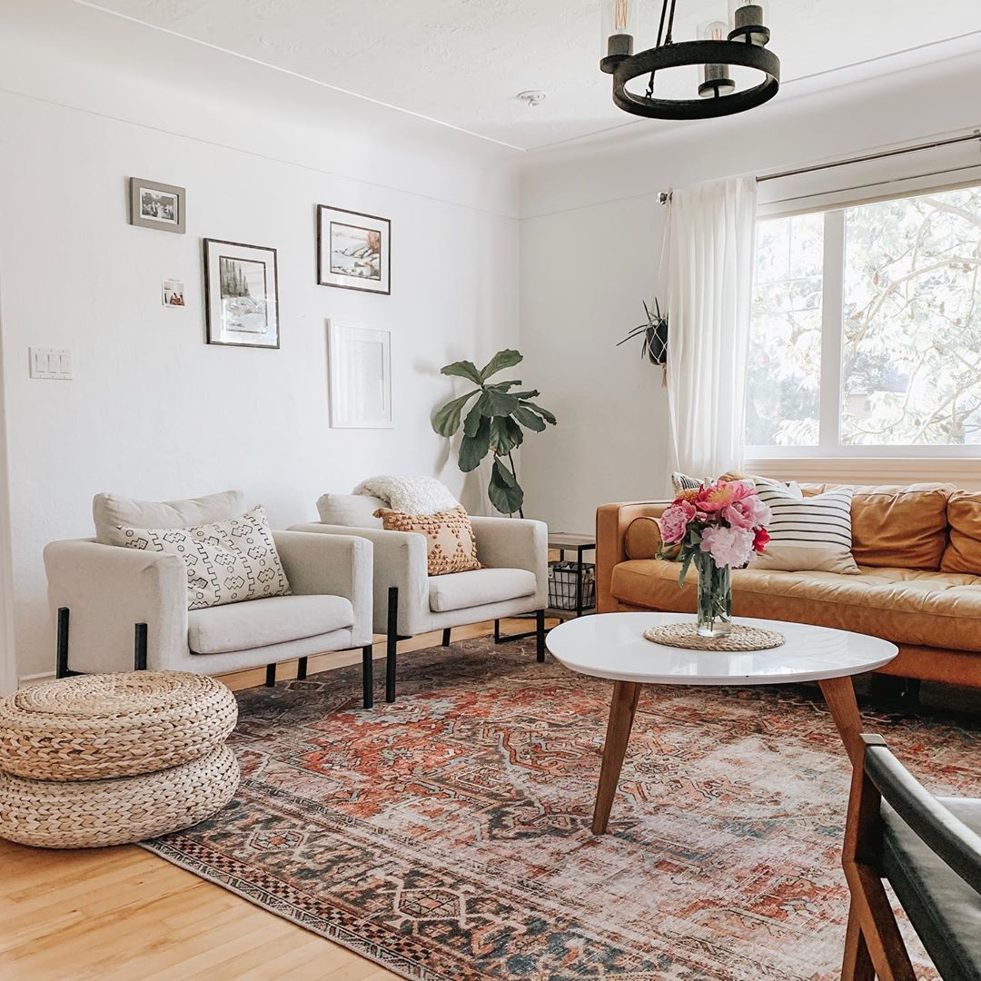 Been Stepping Out Of My Comfort Zone Of Grey White Blackouts And Beige Lately And It Has Paid Off Rugs In Living Room Living Room Inspiration Home Living Room