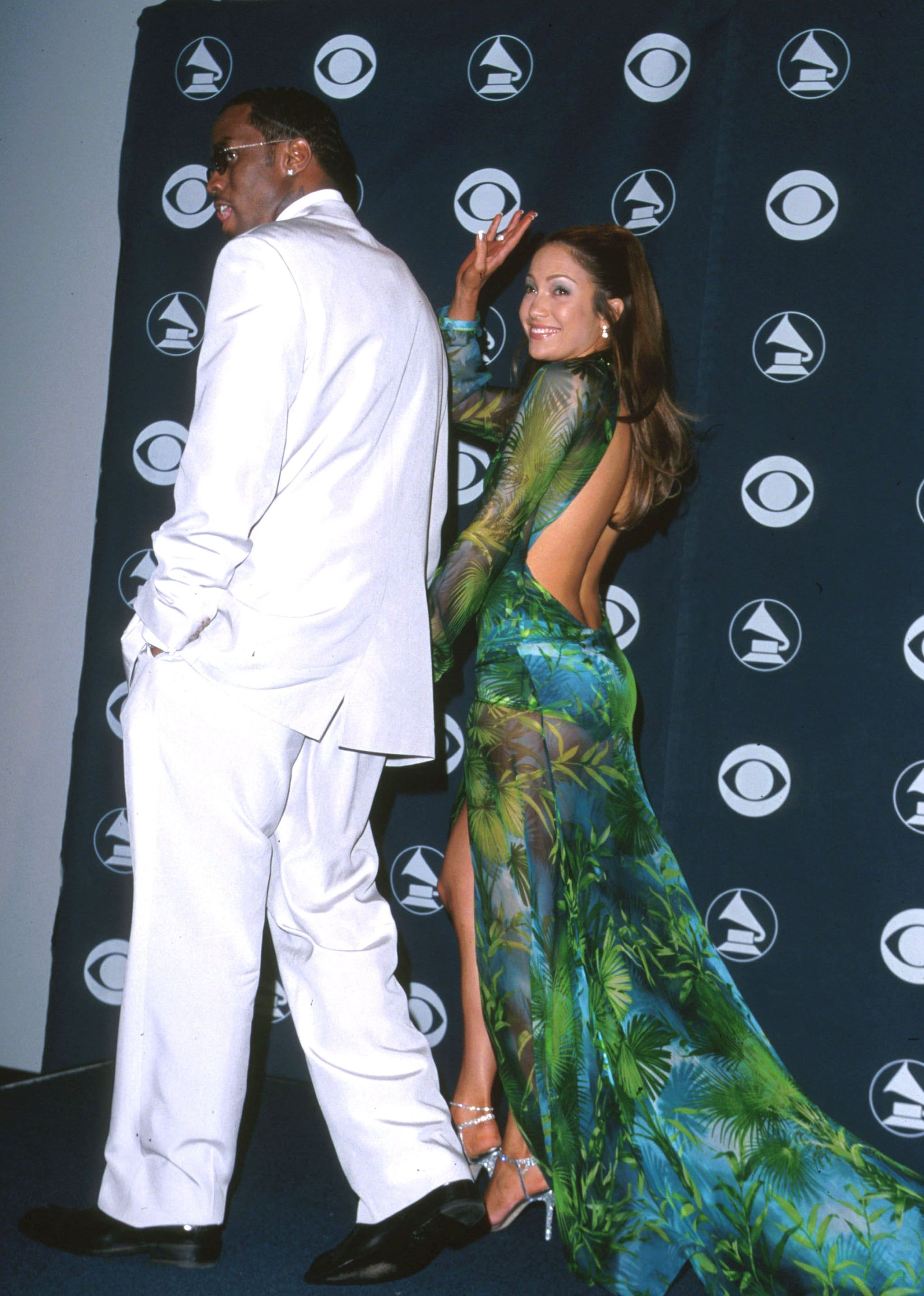 Jennifer Lopez Wasn T The First One To Wear That Green Versace Dress On The Red Carpet In 2021 Jlo Green Dress Grammy Dresses Jennifer Lopez Versace Dress [ 2871 x 2048 Pixel ]