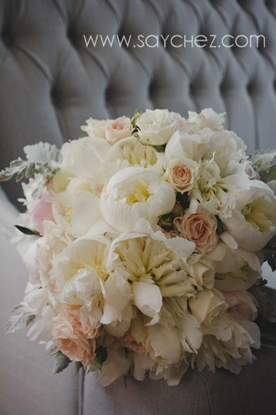 Beautiful neutral and feminine bouquet