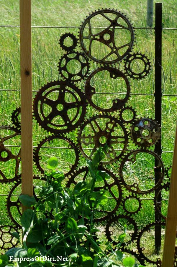 29 Rusty Garden Junk Art Ideas | Empress of Dirt