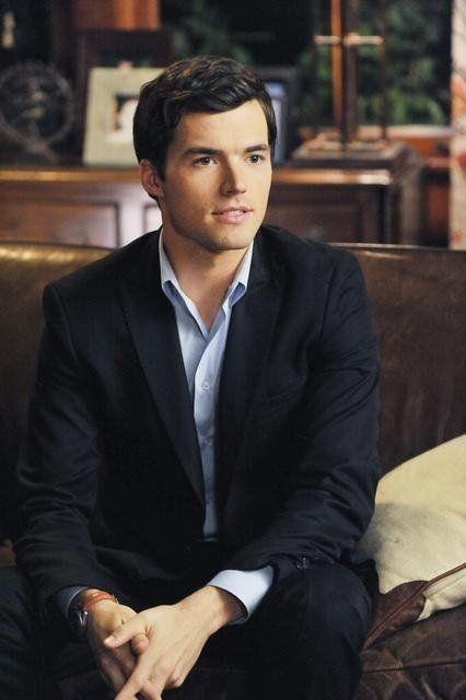 Still of Ian Harding - imdb.com - He's one of the beautiful people!