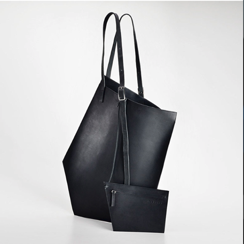 Trakatan, essential bags with minimal design handcrafted with vegetable tanned leathers. Entirely Made in Italy. Find out more http://ob-fashion.com/trakatan/?lang=en  #bags #handbag #trakatan #madeinitaly #shoppingbag #obfashion #emergingtalent #emergingdesigner
