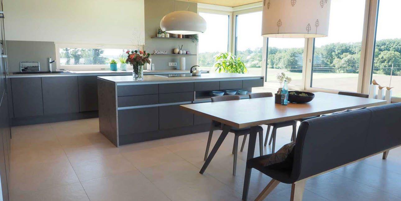 Große Familienküche mit Kochinsel von ewe Küchen // Planung und ...