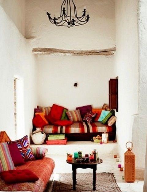 51 relaxing moroccan living rooms digsdigs for the - Marokkanische wohnzimmer ...