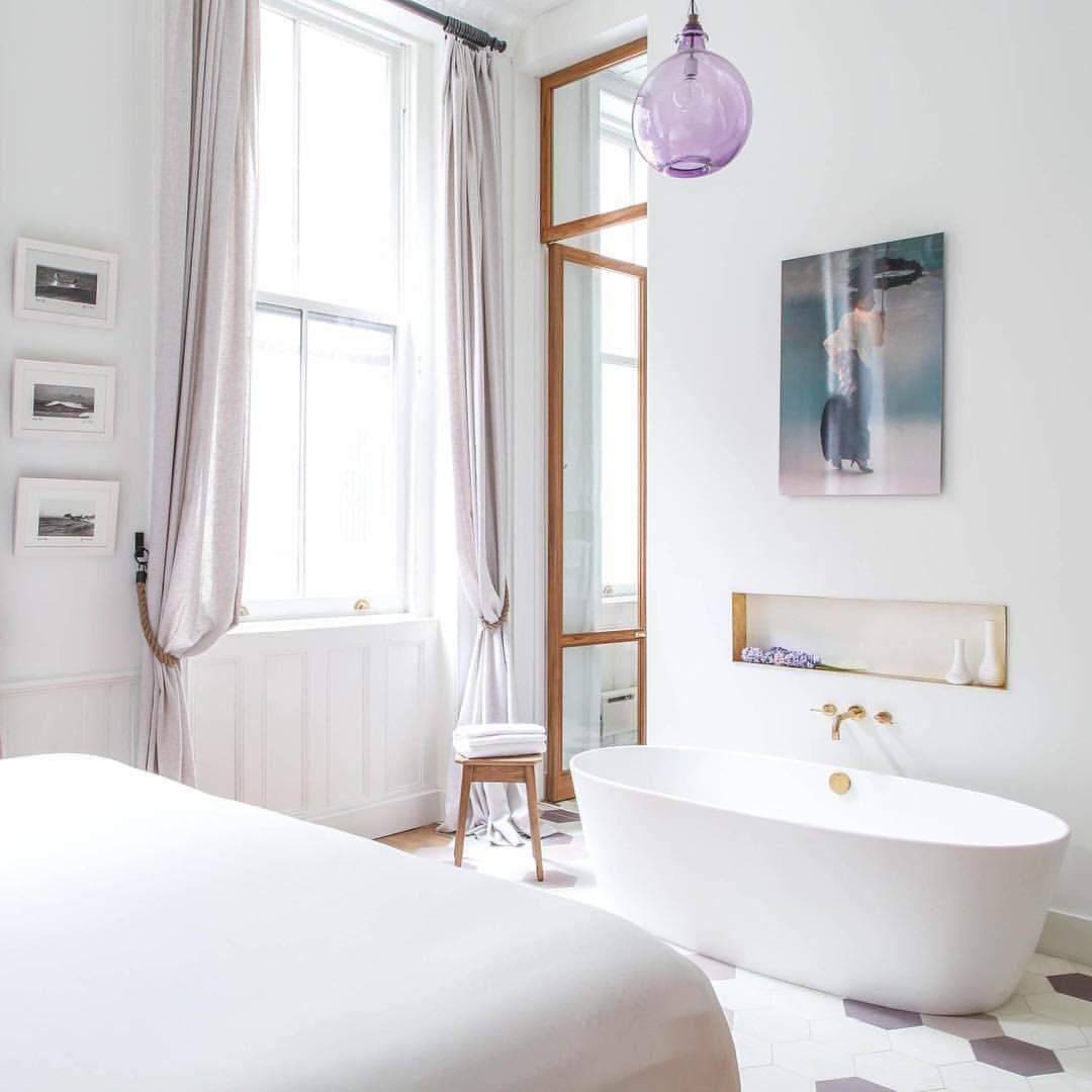 "Gefällt 837 Mal, 6 Kommentare - @onefinestay auf Instagram: ""Stocked with fluffy towels and toiletries, Finn Place II in #NewYork is ready for a splash 💦.…"""
