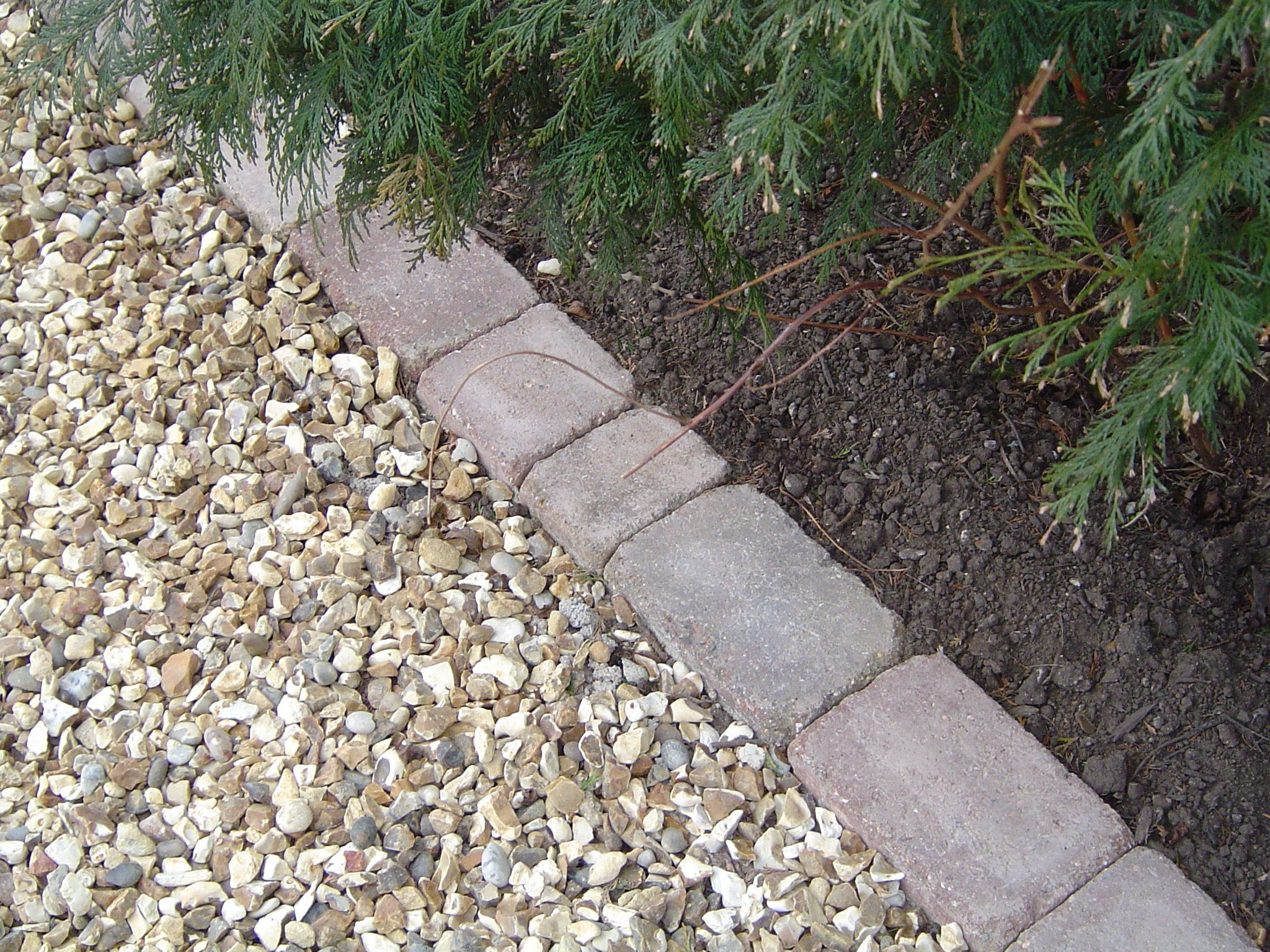 How to install a pea gravel driveway bing images ashley for Brick sidewalk edging