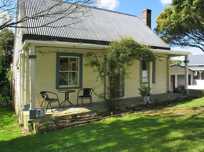 cute cottage wellington new zealand bungalow villa. Black Bedroom Furniture Sets. Home Design Ideas