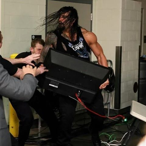 #WWERAW #Romanempire