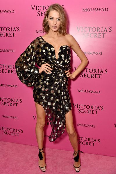 Sanne Vloet | Shanghai, November and Pink carpet