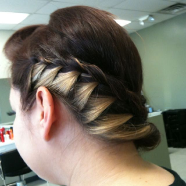 Side French braid by Mayra Moisa