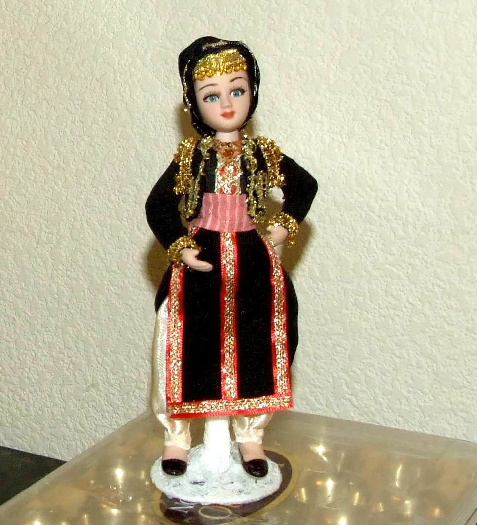 Гречанка - полностью фарфоровая кукла 20 см в национальном ...