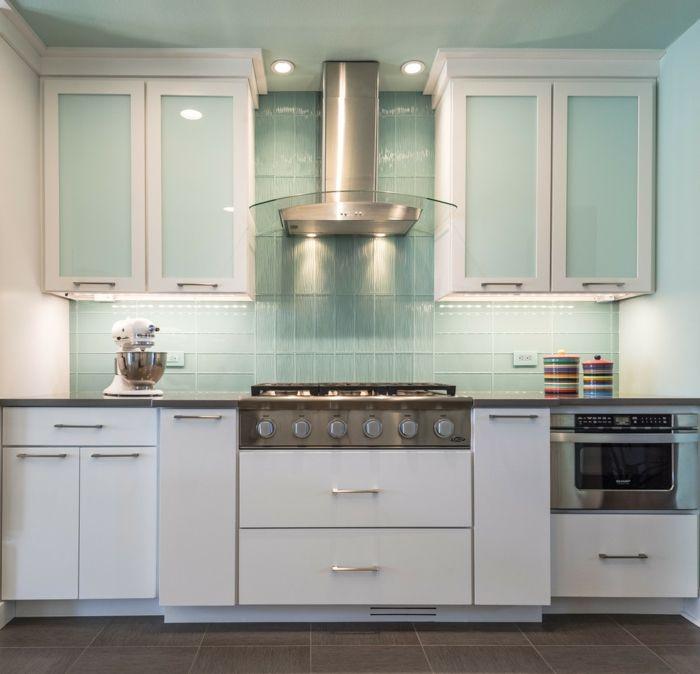 Küchenrückwand aus Glas als ein glänzendes Element | Küchen ...