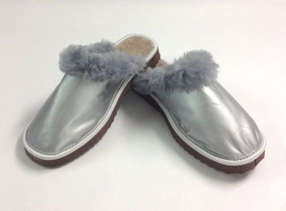 Genuine shearling slippers for women. by BeFur on Etsy, €20.00
