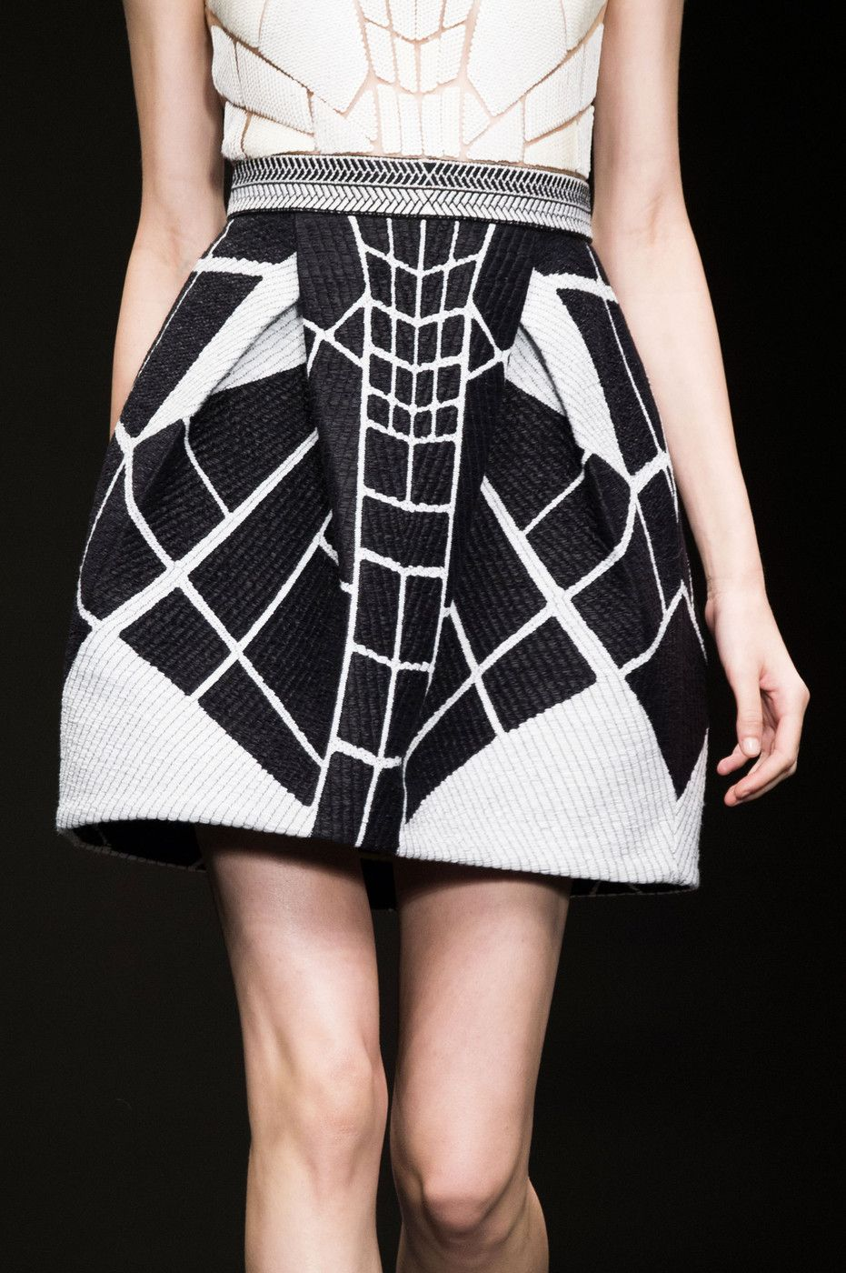 Skirt with fragmented patterns; close up fashion details // Byblos Spring 2015