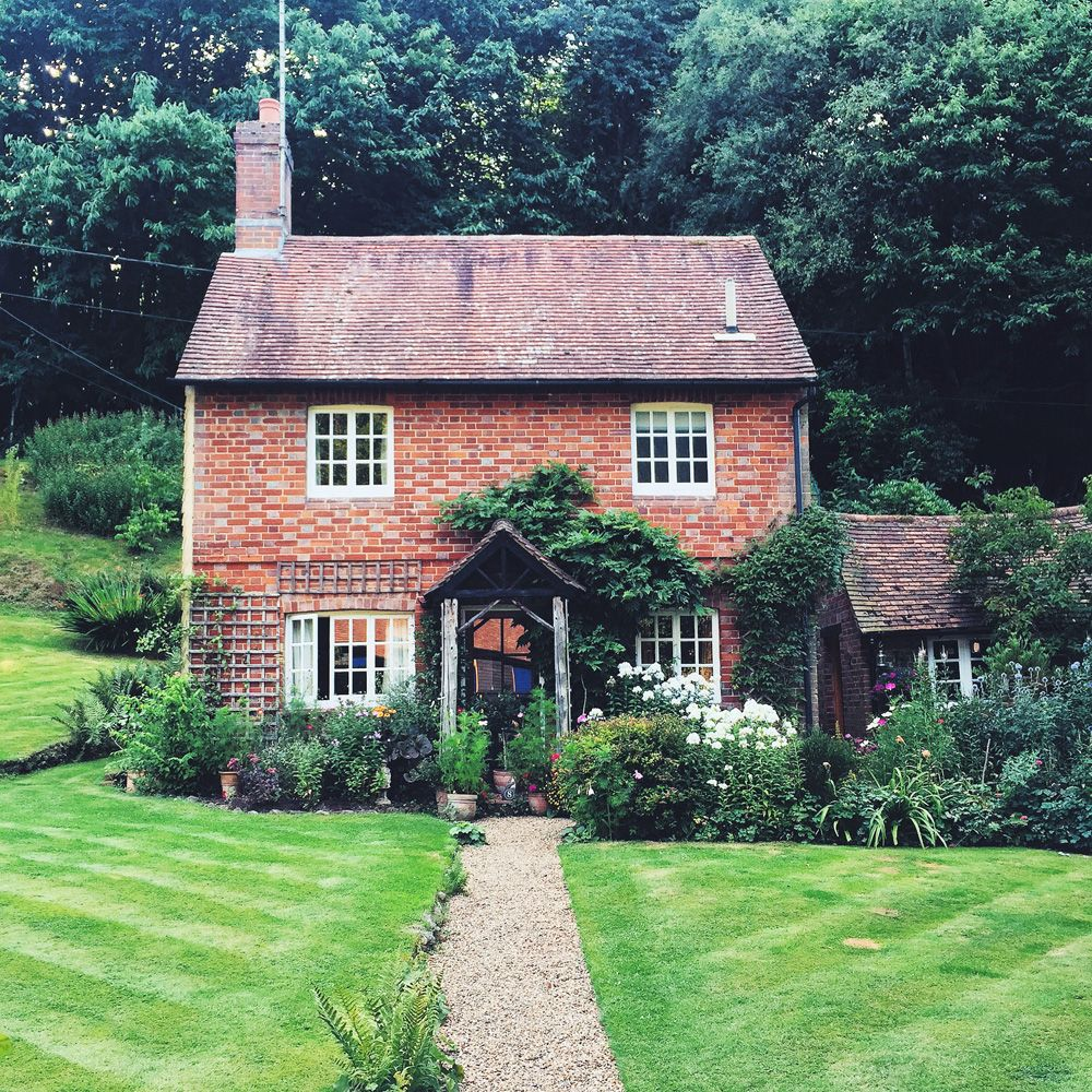 Surrey uk beverly hills usa travel guide inspired by for Brick cabin