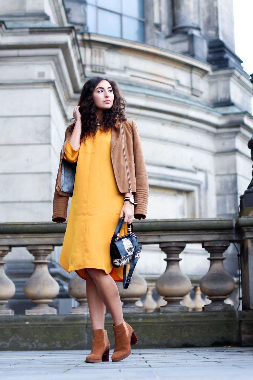 Yellow Midi Dress - Modeblog Berlin  Gelbes midikleid, Outfit