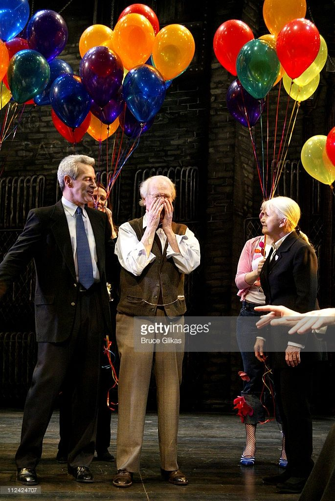 Paul Newman Takes His Final Curtain Call In Our Town On Broadway And Is Given A Birthday Salute Send Off From The Cast And C Paul Newman Newman Closing Night