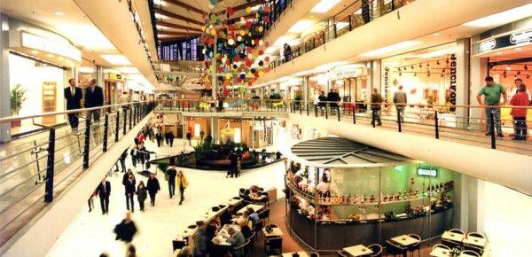 Neem eens een kijkje in dé winkelstad Rotterdam, waar je bekende winkels kunt afstruinen en ook unieke kleinere winkeltjes vindt.