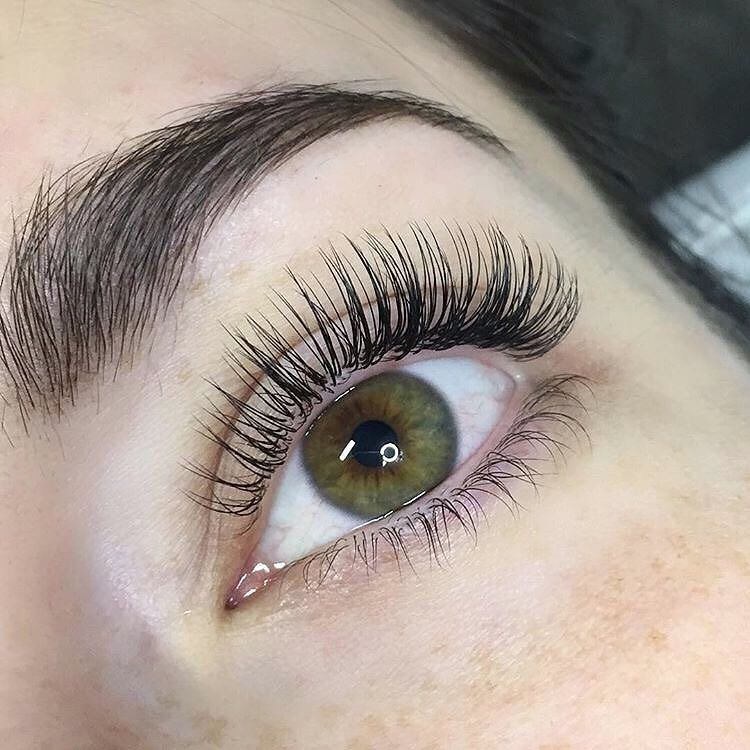 9dda1d11f58 Major #lashgoals going on right now. These classic lashes are too perfect!  @redlashstudio we you.
