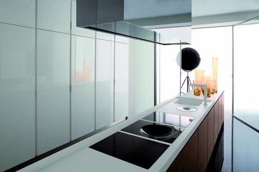 cucina noce piano corian colonne laccato bianco lucido | cucine ...