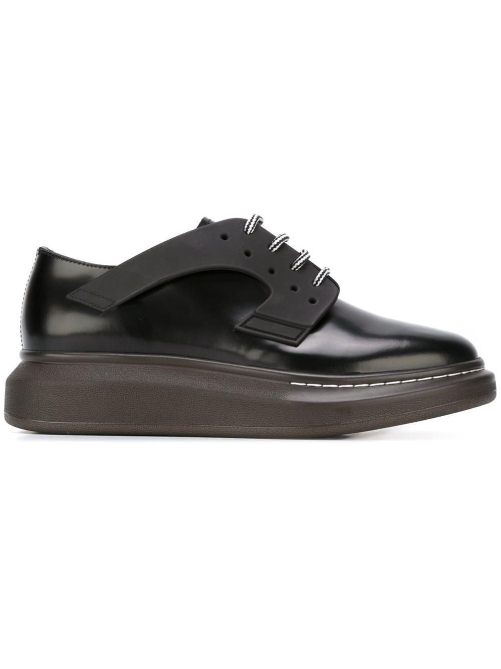 best website 0b89f c8d45 Alexander McQueen zapatos Derby con suela gruesa