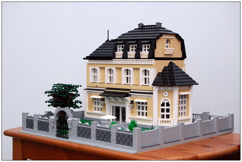 B Rv 11d Hi Today I Finaly Present You My Creation Called A Big Family House In The Beginning I Tried To Build A Train Stat Lego House Lego Lego Architecture