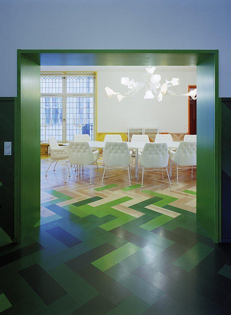 Modern Office Meeting Room Design | www.pinterest.com/seeyond