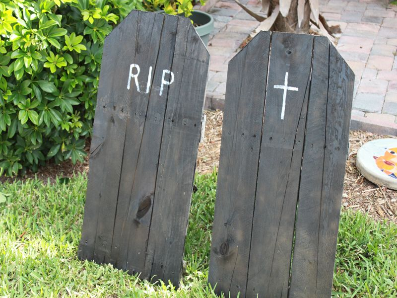 HOW TO: Make Upcycled Halloween Tombstones for Your Yard | Diy ...