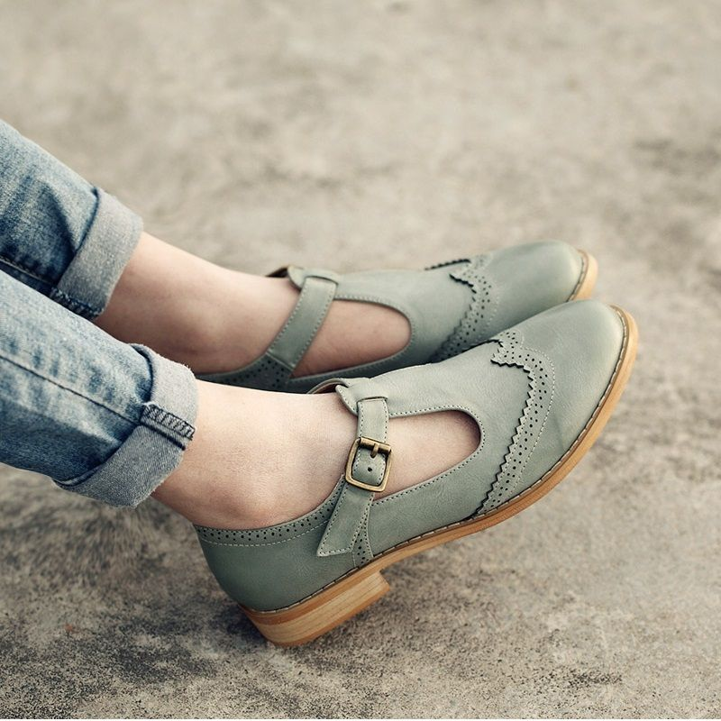 14984ce41 Novo estilo feminino Coreano sapatos oxfords estilo Britânico esculpidas  sapatos de couro casuais de alta qualidade