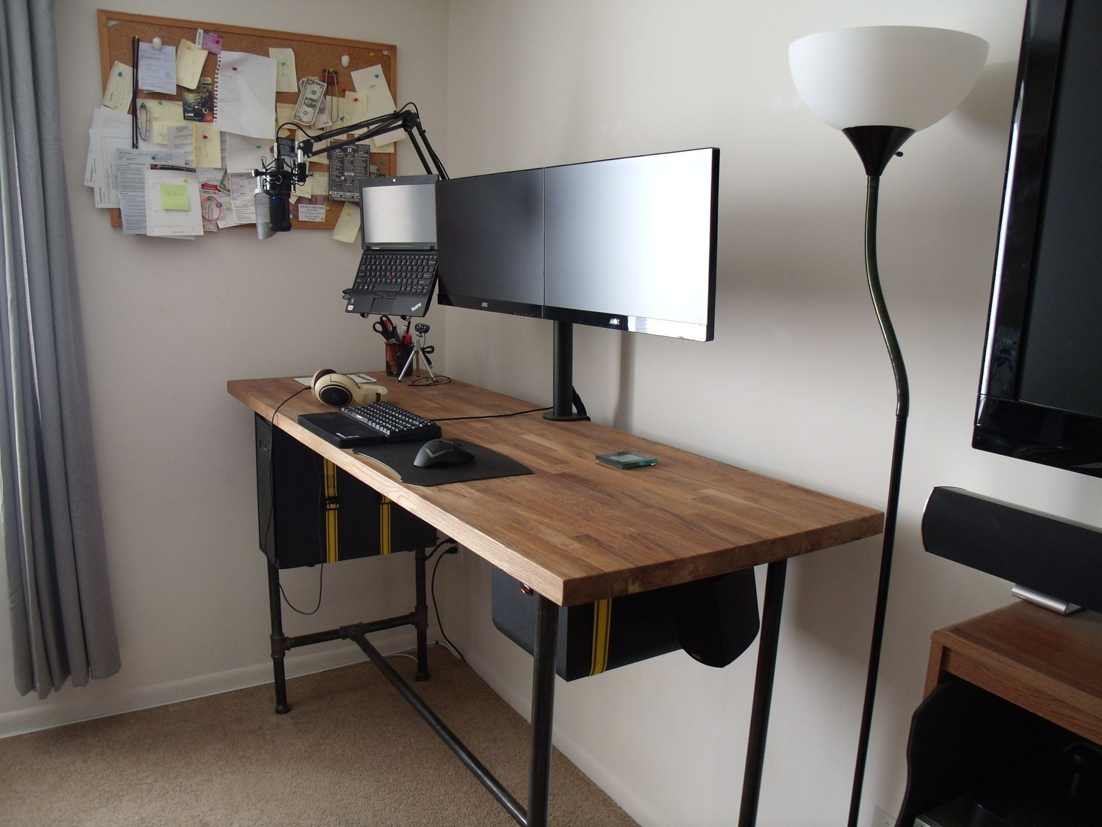 Standing battlestation desks countertop and gaming setup - Bureau gamer ikea ...