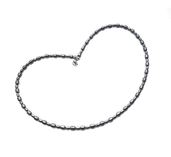 SIMPLICITY hematite necklace 4 mm hematite beads door deBATjes