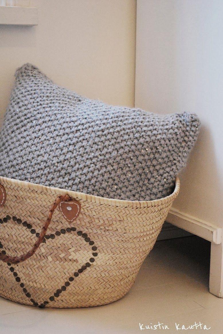 Kuistin kautta: DIY: Tyyny ja tupsu