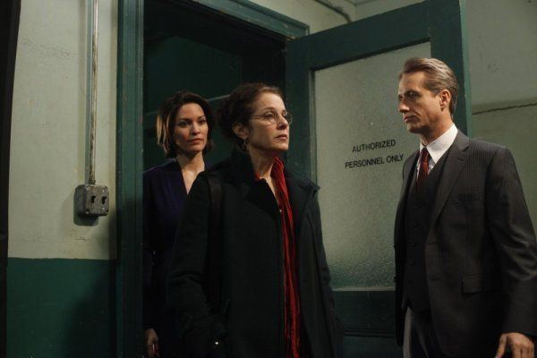 Still Of Debra Winger Linus Roache And Alana De La Garza In Law