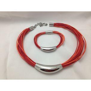 Pulsera con tiras de cuero en rojo y naranja con decoracion en acero plateado. Disponible collar a juego, se vende por separado. Fabricado por Lineargent http://relojesplatayacero.com/