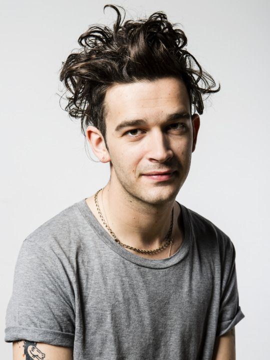 With Similar Appreciation Matty Healy Is Everything A Photographer Wants In A Front Man Wild Curls Arms Dotted With Tattooe The 1975 Matty Healy Matt Healy
