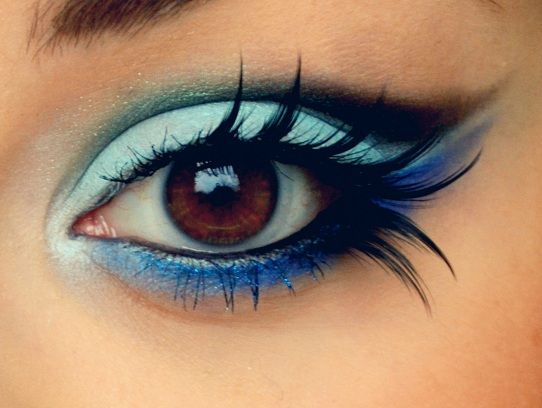 Blue eyeliner and falsies.
